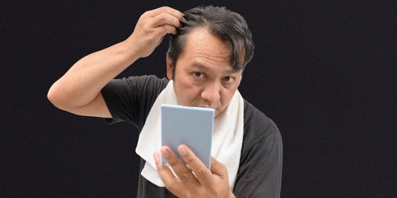 Chute de cheveux - causes et traitement